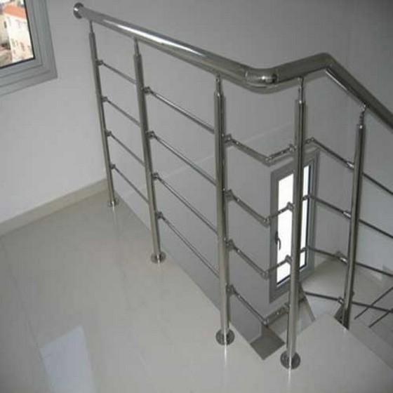 Instalação de Corrimão Escada Alumínio Roosevelt (CBTU) - Corrimão de Alumínio Branco