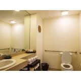 corrimão para banheiro deficiente
