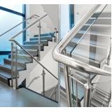 corrimão inox na escada Caieiras