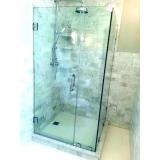 montagem de box de vidro verde para banheiro Glicério